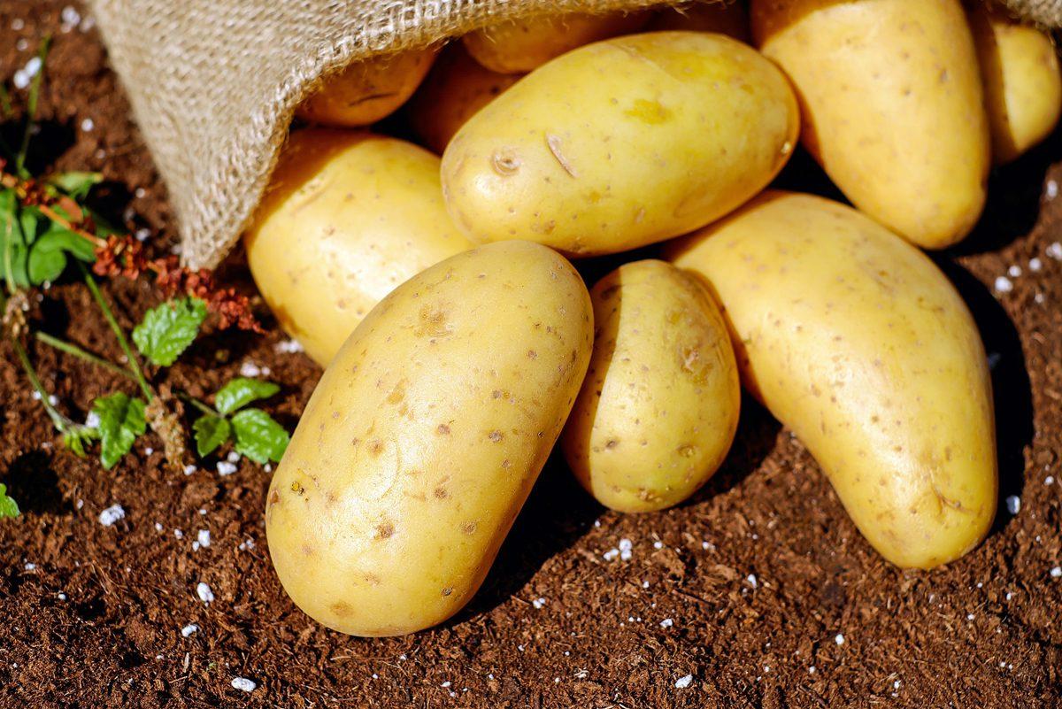 Kartoffeln, Eier, Äpfel